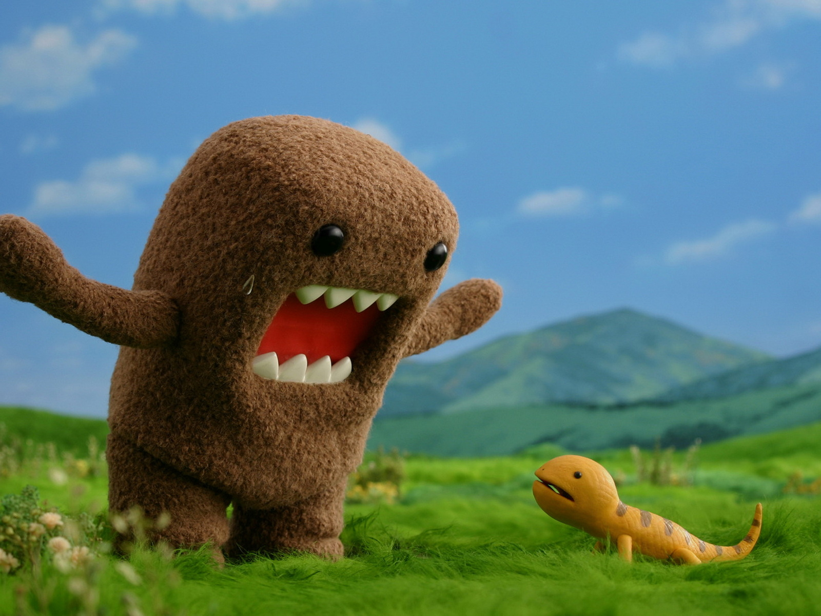 Archive_Miscellaneous_Domo-kun_and_lizard_026020_
